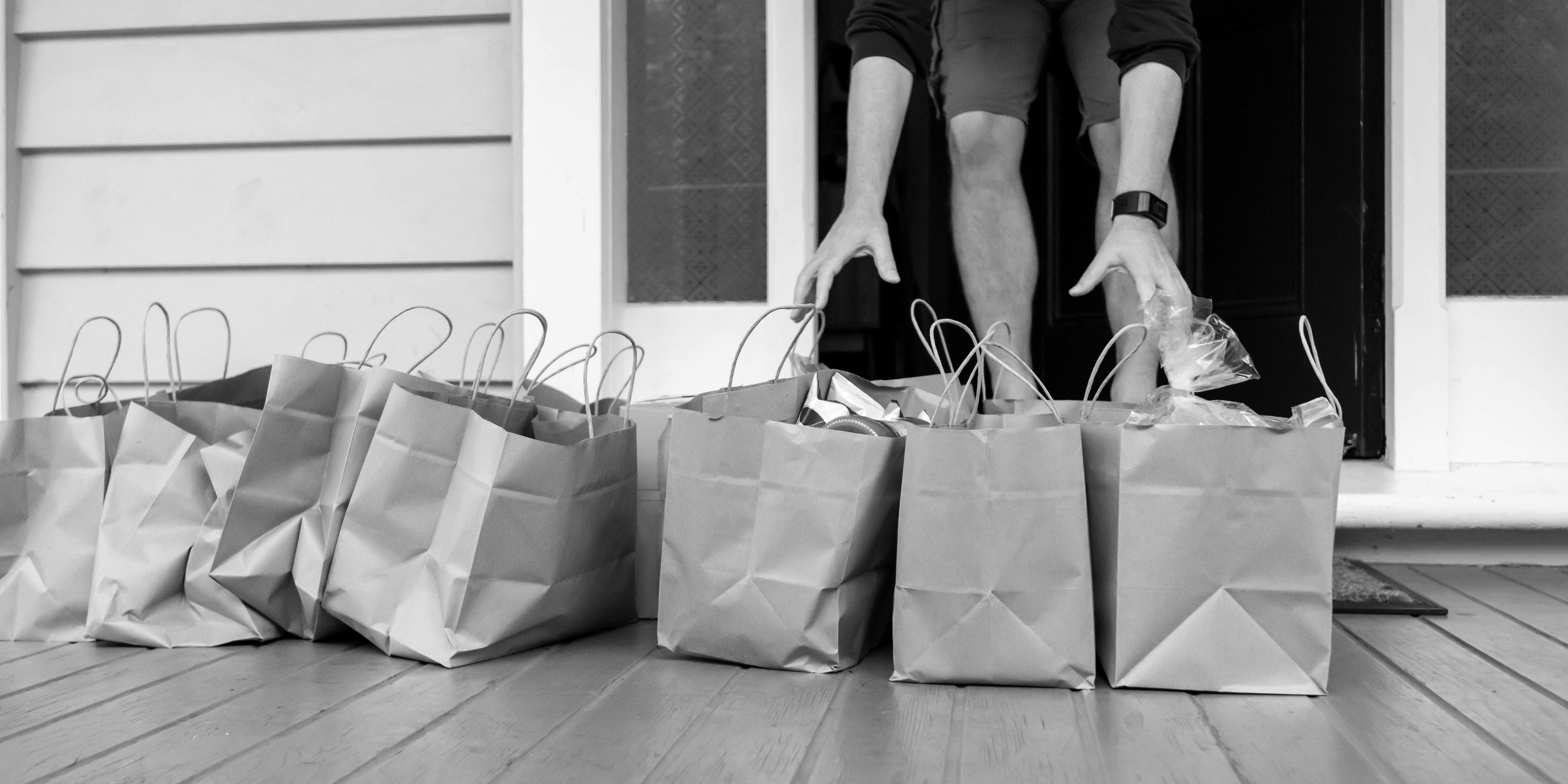 Groceries_Delivery_BW_crop_sml-1